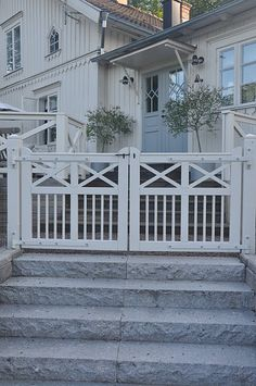 Exterior House Entrance Ideas Railings Ideas For 2019 Front Gates, Entry Gates, Modern Farmhouse, Farmhouse Style, Cottage Farmhouse, Outdoor Spaces, Outdoor Living, Wooden Gates, House Entrance