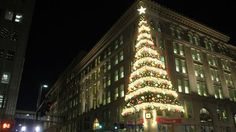 Thousands attend Pittsburgh's 2011 Light Up Night | www.wpxi.com