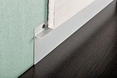 Proskirting INS-plinta din aluminiu care se monteaza odata cu placile din gips carton. Cu ajutorul ei se obtine un canal elegant intre pardoseala si placa. Modern Baseboards, Fence, Door Handles, Wall Lights, Bathtub, Doors, Bathroom, Lighting, Home Decor