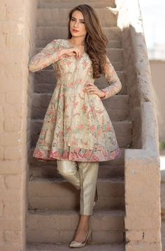 pakistani fashion 30 Trending Party Outfits for Pakistani Girls Simple Pakistani Dresses, Indian Gowns Dresses, Indian Fashion Dresses, Dress Indian Style, Pakistani Dress Design, Indian Designer Outfits, Pakistani Clothes Casual, New Designer Dresses, Indian Fashion Trends