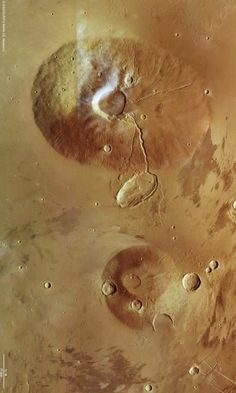 Mars volcanoes Ceraunius Tholus and Uranius Tholus, as seen by Mars Express. Credits: ESA/DLR/FU Berlin (G. Neukum).