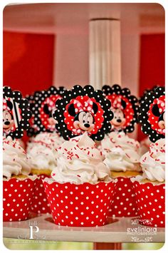 Full P 's Birthday / Minnie Mouse - Photo Gallery at Catch My Party Minnie Mouse Birthday Theme, Theme Mickey, Minnie Mouse Theme, Mickey Y Minnie, Mickey Party, Minnie Cupcakes, Minnie Mouse Cupcake Toppers, First Birthday Parties, Birthday Outfits