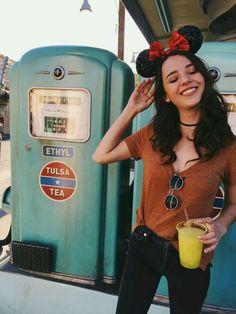 nothing but smiles here Walt Disney World, Disney Day, Disney Girls, Disney Magic, Disneyland Outfits, Disney Outfits, Disneyland Ideas, Disneyland Trip, Disney Poses