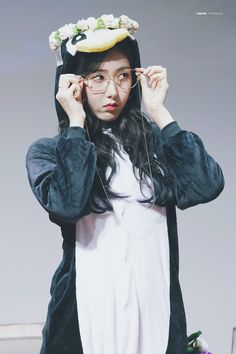 SinB in a penguin onesie Kpop Girl Groups, Korean Girl Groups, Kpop Girls, Extended Play, Sinb Gfriend, Fandom, Best Song Ever, Kawaii, Penguin