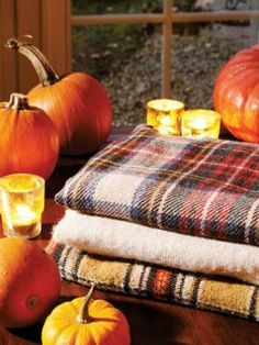 Autumn, pumpkins, ghosts and leaves. Everything fall and Halloween! Autumn Cozy, Autumn Fall, Autumn House, Autumn Aesthetic, Hello Autumn, Samhain, Fall Harvest, Autumn Inspiration, Fall Halloween