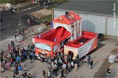 via hfuk.de (Feuerwehr-Unfallkasse für Hamburg, Mecklenburg-Vorpommern und Schleswig-Holstein): Beliebtes Gerät für Veranstaltungen: Hüpfburgen sicher betreiben