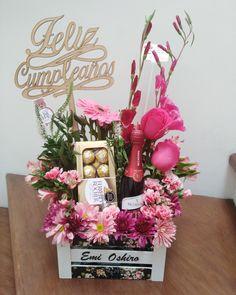 Candy Gift Baskets, Wine Gift Baskets, Candy Gifts, Balloon Box, Balloon Flowers, Valentines Gifts For Boyfriend, Valentine Gifts, Diy Birthday, Birthday Gifts