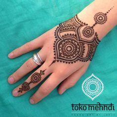 Stunning image of mandala henna hand art 51 Henna Ink, Mehndi Tattoo, Mehndi Art, Henna Mehndi, Hand Henna, Cool Henna Designs, Henna Tattoo Designs, Mehndi Designs, Simple Designs