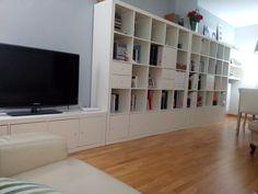 Una estantería EXPEDIT que salva las columnas de un salón | MI LLAVE ALLEN