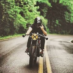 Nothing beats that feeling of the open road in front of you great shot via @sumcocaferacer  #solinvictus #caferacer #caferacerxxx #mercury #mercurycaferacer #custombike #custommotorcycle #scooter #wasp #newcastle #sydney #newtown #camperdown #ninetynineco #croig #tracker #menstyle #workshop #backtogrease #photography by sol_invictus_moto