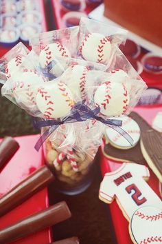 boys-baseball-birthday-party-cake-pops