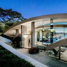 Το σπίτι των ονείρων μας... με μεγάλες γυάλινες επιφάνειες και θέα θάλασσα!  #αρχιτεκτονική #βιομηχανικηαρχιτεκτονικη #βιομηχανικοστυλ #γυαλινοιτοιχοι #διακόσμηση #θεαθαλασσα #κρεβατοκαμαραμεθεαθαλασσα #μοντερνοσπιτι #παρουσιασησπιτιου #σπιτι #σπιτιμεθεαθαλασσα #σπιτια #σχεδιασηανοιχτουτυπου #τζαμιααποτοπατωμαμεχριτοταβανι #τσιμεντενιοσπιτι #τσιμεντογυαλι