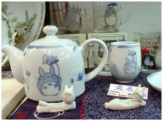 Soo cool! Perfect for my figurine collection...TOTORO!!!