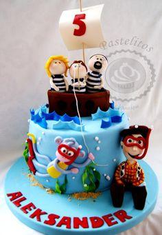 FAMILY BOAT CAKE