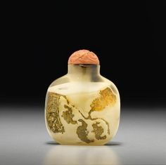 12th Sept 2016 This Bonhams auction featured 140 lots of fine jade, glass and inside-painted bottles, sourced from private collections in the United States. It included a grouping from the collection of the late Elsa Glickman, who passionately studied, collected and wrote about Chinese snuff bottles. A shadow agate snuff bottle 1740-1860, size 2 1/4in (5.7cm) high, sold 12,500