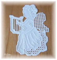 Hardanger - Hélène Harpe Types Of Embroidery, Shirt Embroidery, Learn Embroidery, Embroidery For Beginners, Embroidery Thread, Floral Embroidery, Embroidery Patterns, Hardanger Embroidery, Satin Stitch