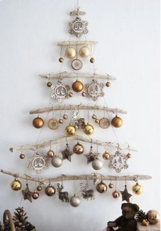 Christmas Decor DIY Ideas To Get Crafting for the Holidays Right Now! – Hello Lovely DIY Bedroom Decor Ideas -Easy Room Decor Projects for Home Painte Driftwood Christmas Tree, Wall Christmas Tree, Noel Christmas, Homemade Christmas, Christmas Projects, Simple Christmas, Wooden Xmas Trees, Green Christmas, Christmas Ornaments