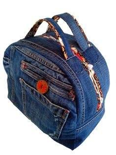 Sac vanity jean - idea for recycling.  Love the contrasting fabric on the zipper!