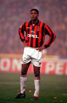 Patrick Kluivert of AC Milan in Fifa Football, World Football, Football Kits, Paolo Maldini, Legends Football, Vintage Football, Ac Milan, Champions, Dream Team