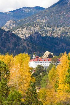 A majestic view of the Stanly Hotel with the fall foliage, Estes park Colorado. The Stanley Hotel is a 138-room neo-Georgian hotel in Estes Park, Colorado. Located within sight of the Rocky Mountain National Park, the Stanley offers panoramic views o Funny Pics ==> http://humorplatform.blogspot.co.at/