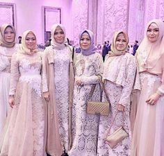 Model Baju Gamis Brokat kembaran Dress Brokat, Kebaya Dress, Kebaya Brokat, Hijab Dress, Dress Up, Kebaya Simple, Kebaya Muslim, Muslim Wedding Dresses, Bridesmaid Outfit