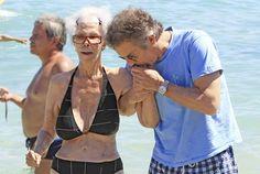 El cariñoso gesto de Alfonso Diez a doña Cayetana en la playa de Ibiza