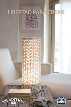 El blog de Dmc: Como hacer una lámpara de ganchillo Crochet Lampshade, Crochet Jar Covers, Diy Lampe, Modern Crochet, Simple Crochet, Crochet Home Decor, Diy Chandelier, Macrame Design, Boho Diy