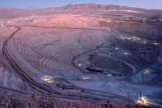 These aren't your ordinary mining operations. We examine the largest open pit mines the mining world has to offer. Chile, Copper Prices, Natural Resources, Great Shots, Rocks And Minerals, Weekend Is Over, Geology, Old World, Worlds Largest