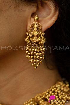 Gold Jhumka Earrings, Jewelry Design Earrings, Gold Earrings Designs, Jhumka Designs, Gold Designs, Ruby Earrings, Bead Jewellery, Antique Earrings, Temple Jewellery