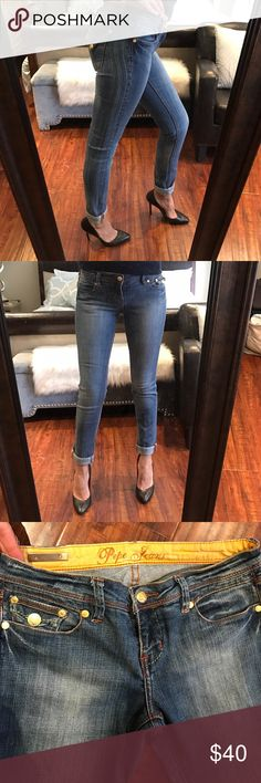 "Pepe Skinny Jeans! Great quality denim. In excellent condition! The way they're designed...the pockets thickness makes you look more curvy 🔥 👖 The inseam is 32""! Shoes 👠 are also ON SALE! Bundle and save!👌🏻💰 Pepe Jeans Jeans Skinny"