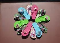 flip flop wreath - Bing Images  6 pr. flips, glue gun, pipe cleaners. Glue heels to lower ring of flips.    Glue will not support wreath, so drill holes around and reinforce with pipe cleaners.  Attach a plastic sand pail to center and fill with potted flowering plants or artificial flowers.  Detail out as you wish.  Really cute for spring/summer.