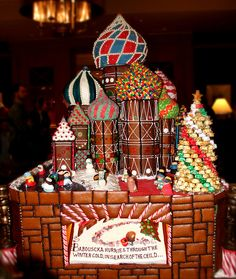 Russians dont mess around. Now thats a Gingerbread house!!!!! The rest of the world feel free to go home hahaha