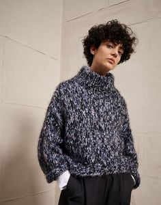New crochet cardigan girl inspiration Ideas Vogue Knitting, Knitting Wool, Crochet Cardigan, Crochet Lace, Crochet Gifts, Winter Typ, Crochet For Beginners Blanket, Girl Inspiration, Knit Fashion