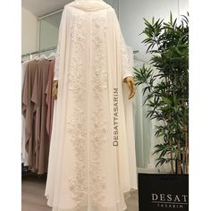 771 Likes 50 Comments Yasemin Deşat (hashmi Tesettür Gelinlik Modelleri 2020 Wedding Abaya, Muslim Wedding Dresses, Cute Wedding Dress, Hijab Evening Dress, Hijab Dress, Evening Gowns, Abaya Fashion, Fashion Dresses, Kaftan Gown