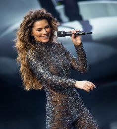 Shania performs in Vegas