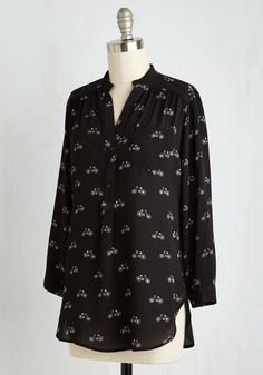 When the weather is perfect for a pedal to work, you don this black top and smile for the ride ahead. Thinking about the breeze blowing by the crepe fabric, front pocket, and white bike print of this tab-sleeved top, you excitedly hop on your two-wheeled transit and set off into the sunrise!