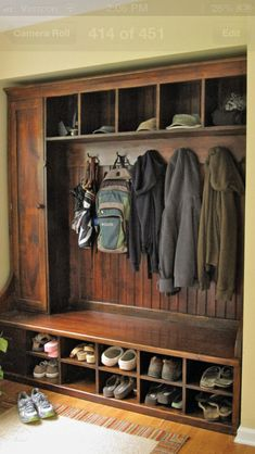 Hall Tree Bench Ideen für den Eingangsbereich und Mudroom - Home Page Cubbies, Built Ins, Barn Wood, Home Organization, Mudroom Organizer, Home Projects, Home Remodeling, Kitchen Remodeling, Home Improvement