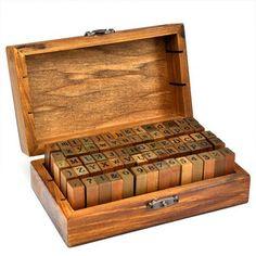 alfabeto, números y símbolos de madera con sellos de goma - 70 piezas en caja de la vendimia [ARTUROLUDWIG]: Amazon.es: Juguetes y juegos