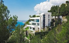 The Cliff House is part of the Blueport Altea, the most luxurious exclusive residential villa complex on the Costa Blanc. Altea Hills Estate has teamed up with architectural studios Carlos… Altea Hills, Moraira, Cliff House, Residential Complex, Modern Mansion, Luxury Villa, Architecture Design, Creative Architecture, Amazing Architecture