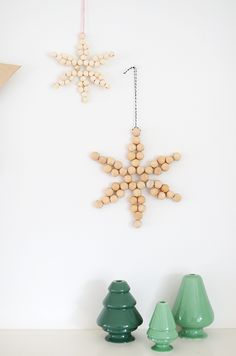 DIY Wooden Bead Star Ornament with Scandinavian Look Diy Christmas Star, Beaded Christmas Ornaments, Handmade Christmas, Holiday Fun, Christmas Crafts, Snowflake Ornaments, Bead Crafts, Diy Crafts, Star Diy