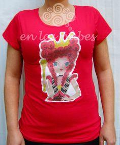 EN LAS NUBES: Camiseta ilustrada  Reina de Corazones