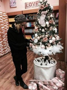 Christmas Tree, Holiday Decor, People, Home Decor, Homemade Home Decor, Xmas Tree, Xmas Trees, People Illustration, Decoration Home
