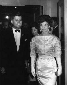 Vestida para A Casa Branca https://donaelegancia.wordpress.com/2017/01/21/vestida-para-a-casa-branca/