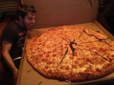 Funny pictures about Extreme Pizza. Oh, and cool pics about Extreme Pizza. Also, Extreme Pizza photos. Giant Pizza, Big Pizza, Giant Food, Large Pizza, Charles Trippy, Good Food, Yummy Food, Healthy Weight Loss, I Foods