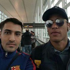 Neymar e Fã no aeroporto hoje.