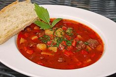 Hearty goulash soup from Goulash Soup, Dried Mangoes, Mini Sandwiches, Party Finger Foods, Baked Chips, Eating Habits, Soups And Stews, Healthy Snacks, Chili Con Carne