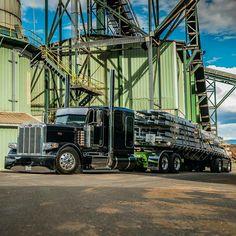 Custom Peterbilt, Peterbilt 389, Peterbilt Trucks, Show Trucks, Big Rig Trucks, Custom Big Rigs, Custom Trucks, Big Tractors, Heavy Construction Equipment