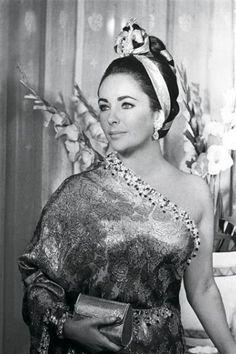 Elizabeth Taylor wearing a Balenciaga sari in Paris, 1964