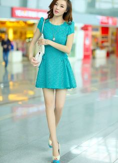 love the color & style of this dress