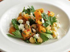 Kichererbsen-Kürbis-Salat mit Feta - smarter - Zeit: 30 Min. | eatsmarter.de